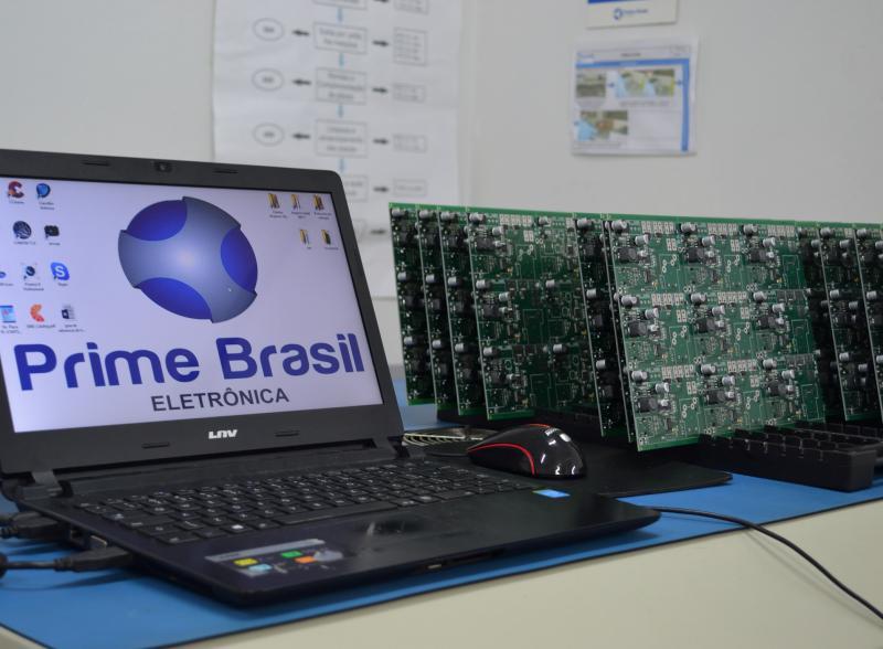 Montagem de componentes eletrônicos